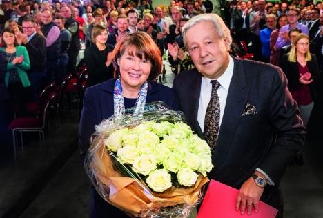 Veltins: Inhaberin Susanne Veltins mit dem GeneralbevollmächtigtenMichael Huber (Quelle: Brauerei C. & A. Veltins)